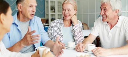 senioren aan tafel
