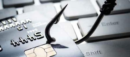 bankkaart op toetsenbord