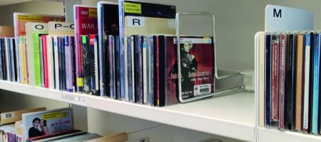collectie CD's zoals nu te ontlenen bij de bib