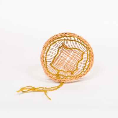 open structuur mandje met touw en pitriet