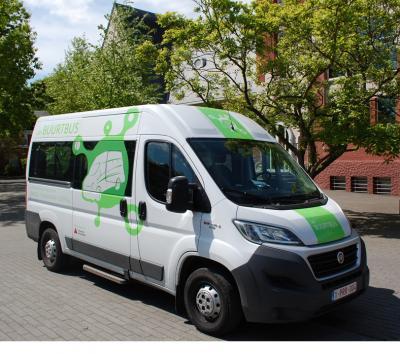 witte Buurtbus van Zoersel met groen logo