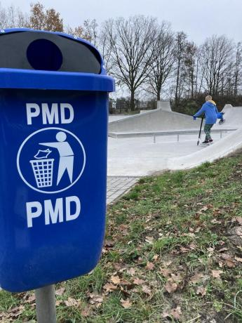 nieuwe blauwe pmd-vuilnisbak